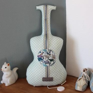 Guitare boite à musique - Pierre et le loup